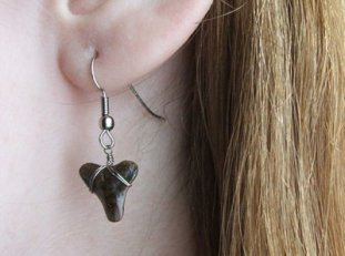 shark_tooth_earring_by_kafilipi2-d3bcr1o